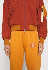 Jordan - FLIGHT - Bomber Jacket - rugged orange/russet - 4