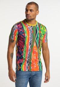 Carlo Colucci - Print T-shirt - multi-colored - 0