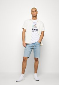 Levi's® - SLIM SHORT - Jeansshort - light-blue denim - 1