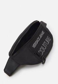 Versace Jeans Couture - UNISEX - Riñonera - black - 6