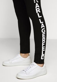 KARL LAGERFELD - PUNTO LOGO - Leggings - Trousers - black - 6