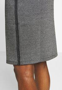Taifun - Pencil skirt - black - 4