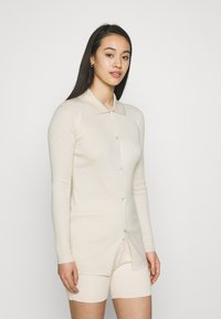 Missguided - LONGLINE CARDIGAN AND BUTTON CYCLING SET - Cardigan - cream - 3