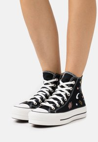 Converse - CHUCK TAYLOR ALL STAR LIFT - Vysoké tenisky - black/vintage white/multicolor - 0