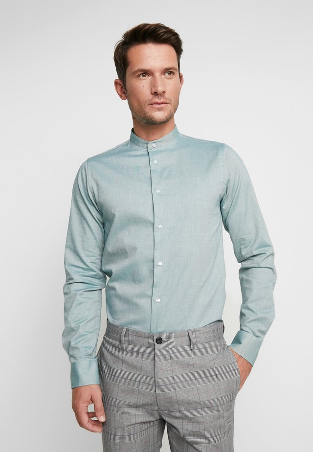 HJALTE - Camisa - duck green