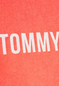 Tommy Jeans - CROP TAPE TEE - T-shirts med print - diva pink - 6