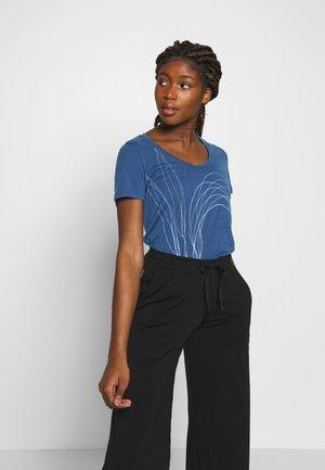 TECH LITE SCOOP LEAF - T-shirts print - estate blue