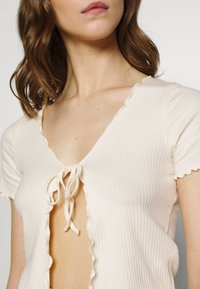 BDG Urban Outfitters - TIE FRONT - Cardigan - ecru - 5