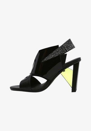 Sandály na vysokém podpatku - antra