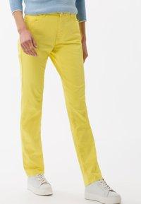 BRAX - STYLE MARY - Pantalon classique - yellow - 0