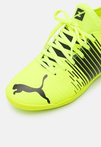 Puma - FUTURE Z 4.1 IT JR UNISEX - Indoor football boots - yellow alert/black/white - 5