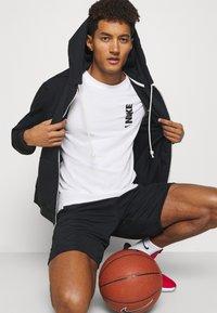 Nike Performance - DRY EXTRA BOLD TEE - Camiseta estampada - white - 3