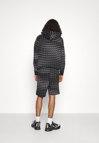 adidas Originals - MONO - Shorts - black/white - 3