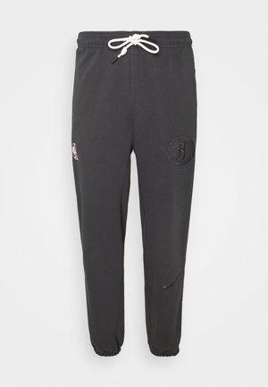 NBA BROOKLYN NETS STANDARD ISSUE PANT - Klubbkläder - anthracite/pale ivory