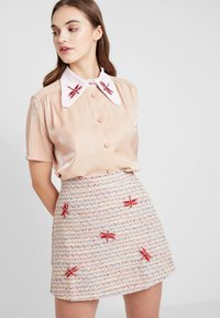 Sister Jane - INSECTA RETRO BLOUSE - Button-down blouse - coral - 0