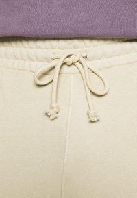 Reebok Classic - CLASSIC NATURAL DYE SEASONAL - Pantaloni sportivi - stucco - 4