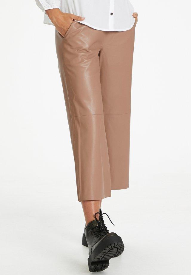 ALISIASZ  - Pantalones - brownie