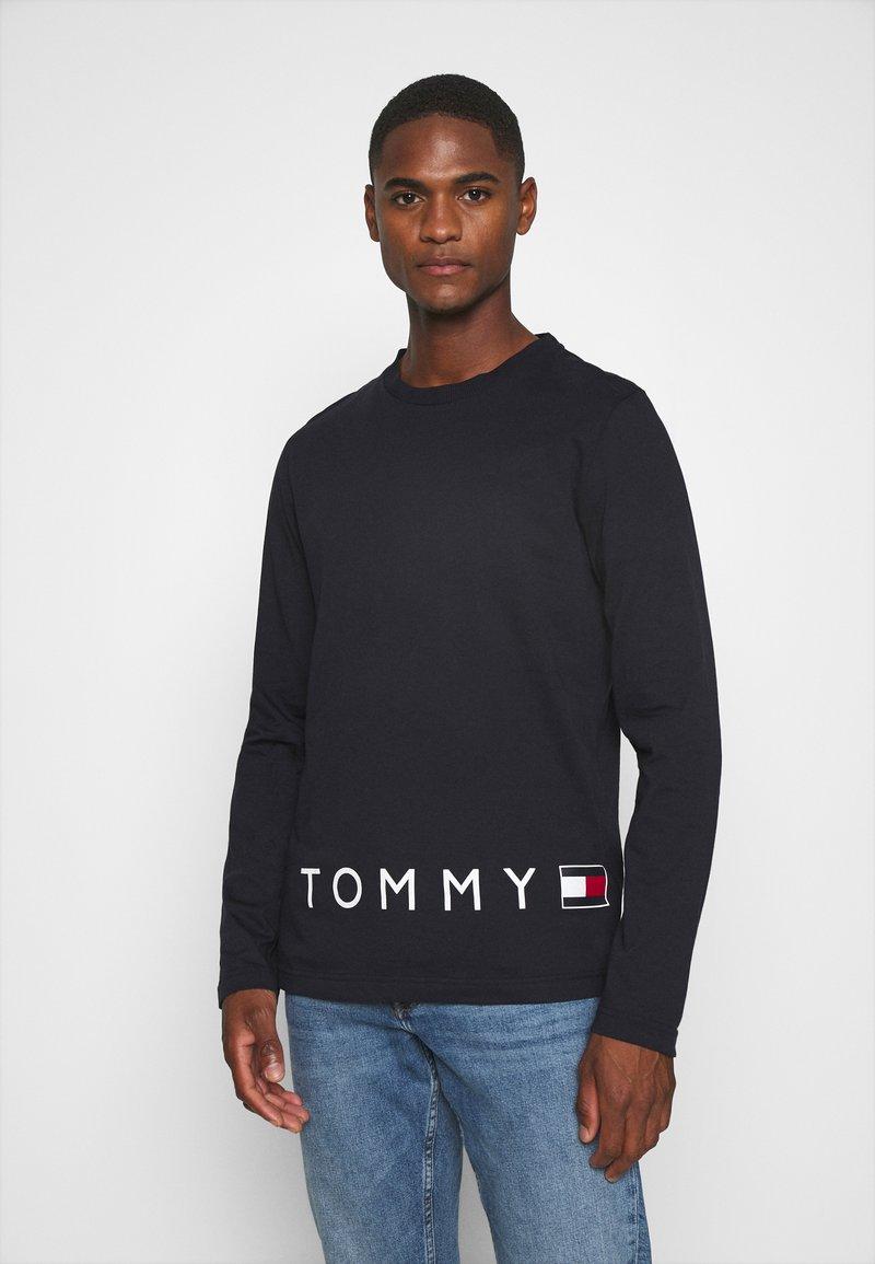Tommy Hilfiger - CORP LOGO LONG SLEEVE TEE - T-shirt à manches longues - blue