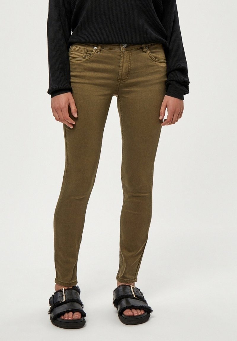Desires - LOLA GARMENT DYE MIDWAIST - Jeans Skinny Fit - military olive