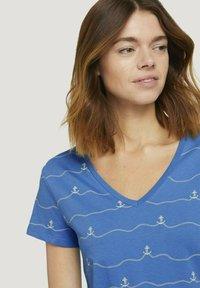 TOM TAILOR DENIM - V-NECK TEE - T-shirt imprimé - blue - 3