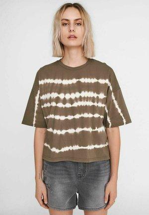 NMBUSTER TIE DYE - Print T-shirt - kalamata