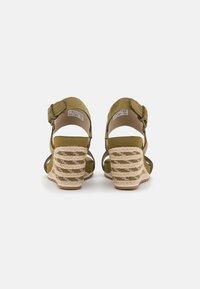 Timberland - CAPRI SUNSET WEDGE - Sandály na klínu - olive - 3