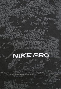 Nike Performance - SLIM  - Triko spotiskem - iron grey/white - 2