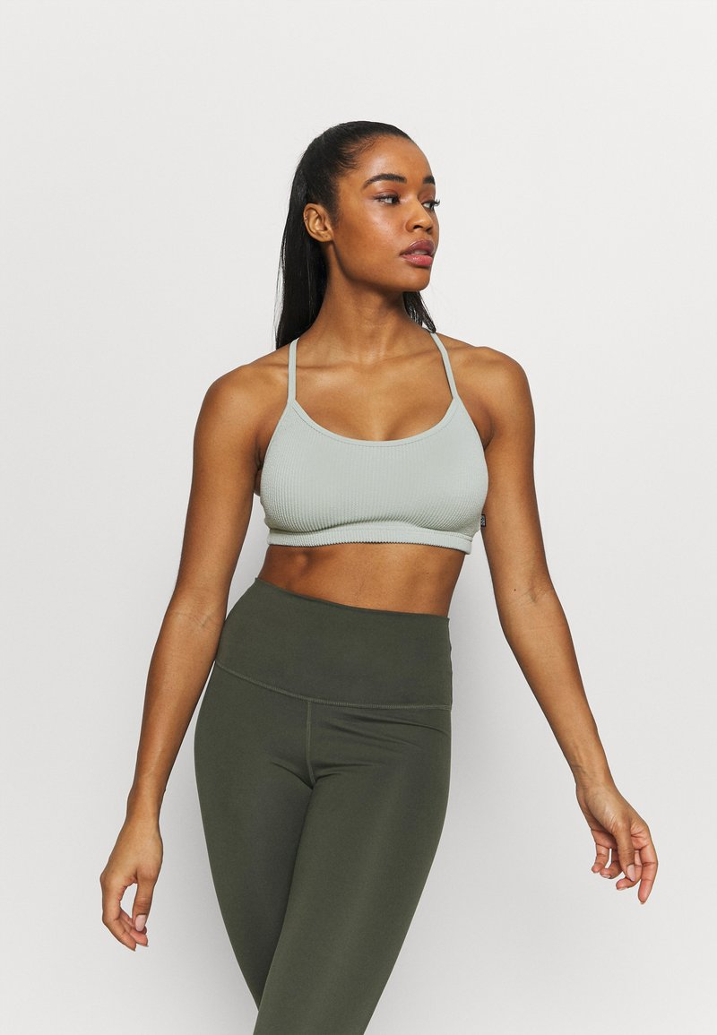 Cotton On Body - WORKOUT YOGA  - Light support sports bra - washed aloe