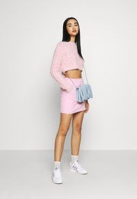 Topshop - FLUFFY CABLE CROP - Jumper - pink - 1