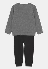 Nike Sportswear - RISE TAPING CREW SET UNISEX - Treningsdress - black - 1