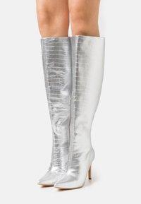 Missguided - MID KNEE BOOTS - Laarzen - silver - 0