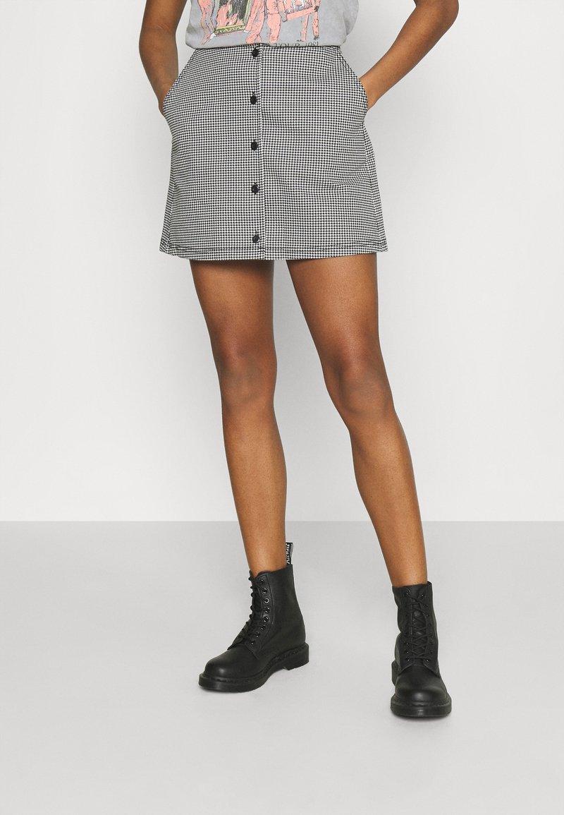 Obey Clothing - CREEPER SKIRT - Mini skirt - black/white
