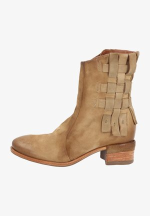 Cowboy/Biker boots - light brown, khaki