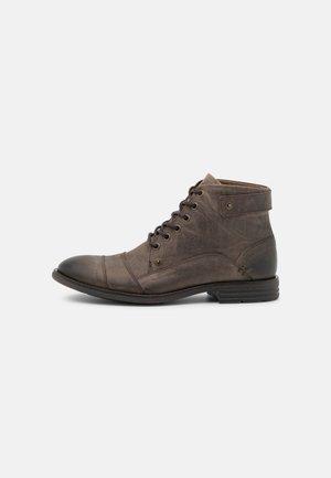 LEGADORIEN - Veterboots - dark brown