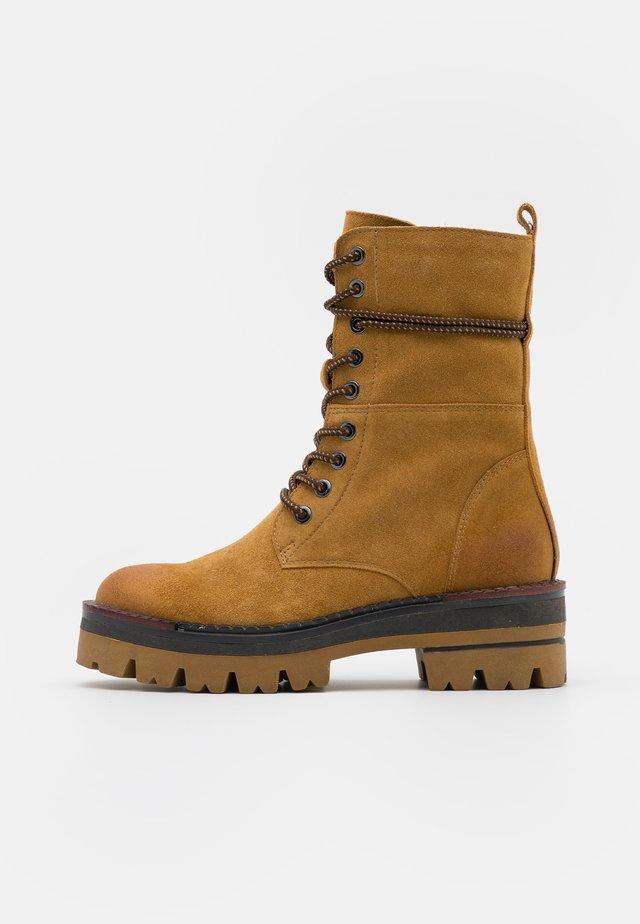 Kotníkové boty na platformě - mustard