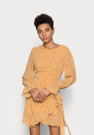 JOSSA YELLOW FLORAL PRINT MINI DRESS - Vapaa-ajan mekko - yellow
