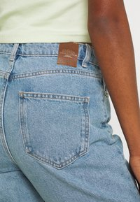 ONLY - ONLJAGGER LIFE HIGH MOM ANKLE - Jeans Tapered Fit - light blue denim - 4