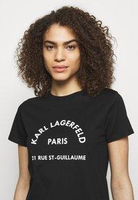 KARL LAGERFELD - ADDRESS LOGO TEE - T-shirt z nadrukiem - black - 3
