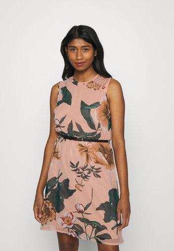 VMKATNISS SHORT DRESS - Day dress - misty rose/katniss