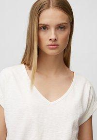 Marc O'Polo DENIM - Basic T-shirt - scandinavian white - 4