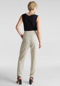 Esprit - PLEATED PANTS - Trousers - sand - 3