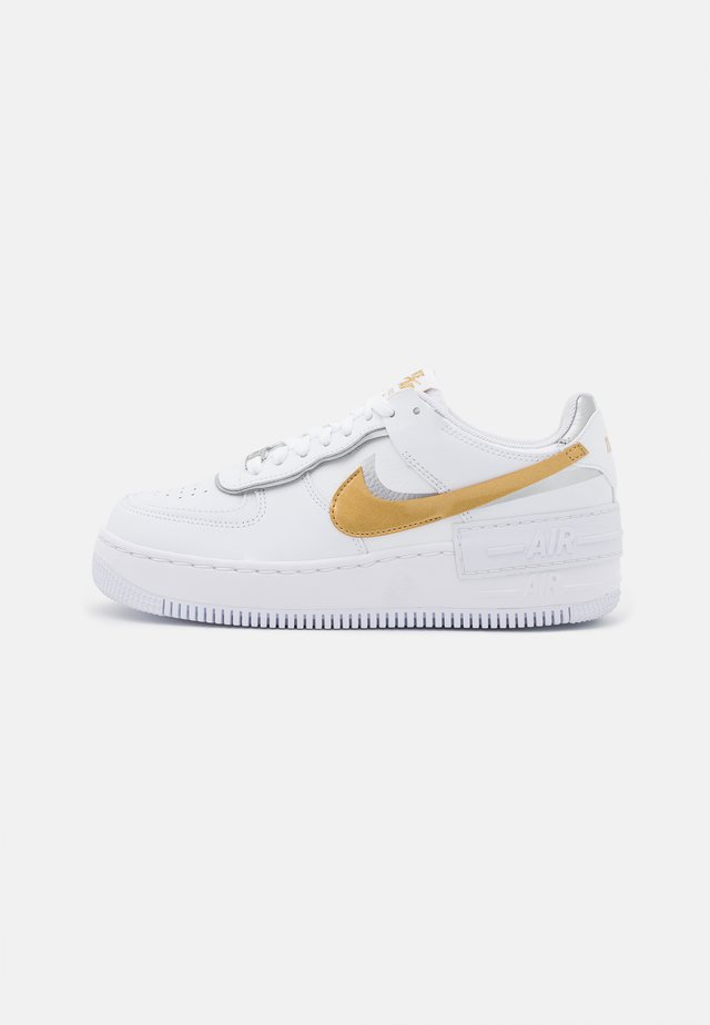 AIR FORCE 1 SHADOW - Sneakersy niskie - white/metallic gold/metallic silver