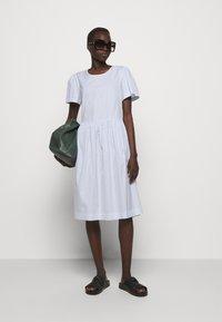 DESIGNERS REMIX - UMBRIA DRESS - Denní šaty - cream/blue - 1