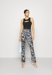 Juicy Couture - JOYPRINTED TROUSERS - Trousers - mono wave - 1