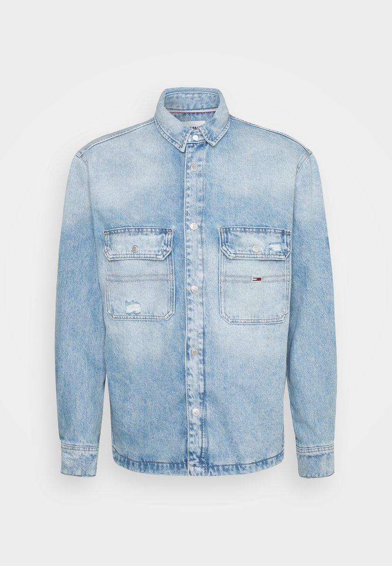 Tommy Jeans - WORKER SHIRT JACKET UNISEX - Denim jacket - light blue denim