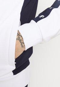 Lacoste Sport - Collegetakki - blanc/bleu marine - 5