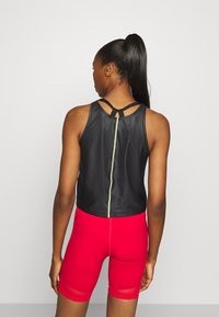Nike Performance - AIR TANK - Camiseta de deporte - black/volt