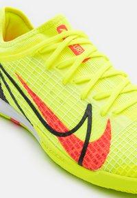 Nike Performance - MERCURIAL ZOOM VAPOR 14 PRO IC - Indoor football boots - volt/bright crimson/black - 5