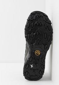 La Sportiva - ULTRA RAPTOR GTX - Trail running shoes - black - 4