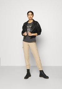 JDY - JDYFAROCK LIFE PRINT - Camiseta estampada - black - 1